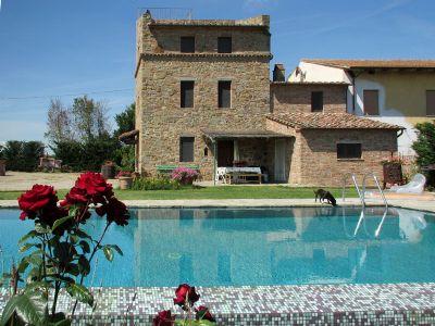 Restaurierter Wehrturm mit großem Garten und privatem Pool auf dem Land bei Cortona
