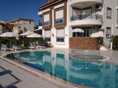 Luxus-Ferienwohnung mit Schwimmpool und Palmengarten am Mittelmeer