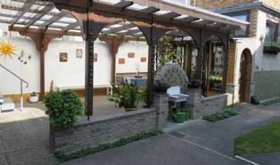 Freisteh. 1-FH mit einer bezaubernden und ruhig gelegenen Gartenanlage - sehr gepflegt
