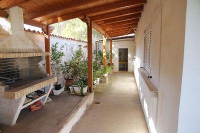 Wunderschönes Einfamilienhaus mit Garten und Meerblick in der Nähe von Athen