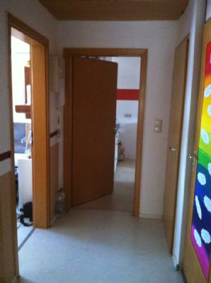 3 Zimmer Dachgeschoss Wohnung in Dreifamilienhaus inklusive Autostellplatz in OF-Bieber