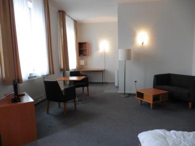 ger umiges appartment mit schlafnische stromkosten in der warmmiete enthalten apartment gro. Black Bedroom Furniture Sets. Home Design Ideas
