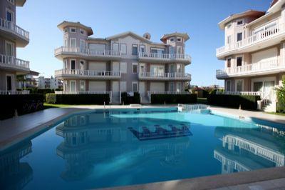 3 Zimmer Wohnung zu vermieten in der Website mit dem Pool