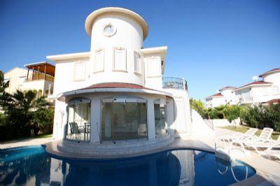 Ein schönes 2-Schlafzimmer-Villa mit privatem Pool und Garten.