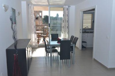 Wohnung mit großer Terrasse und Zugang zum Pool