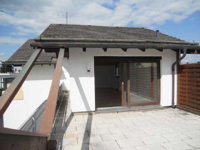 Großzügige, helle 5-Zimmer-Maisonette-Wohnung mit  großer Dachterrasse und Balkon.