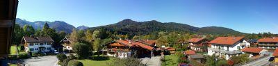 Sonnige 2 Zi.- DG Whg. mit einem Balkon und Blick auf die umliegenden Berge!