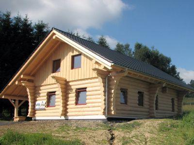 wohnen im naturstamm oder blockhaus einfamilienhaus guggisberg 25vyb4t. Black Bedroom Furniture Sets. Home Design Ideas